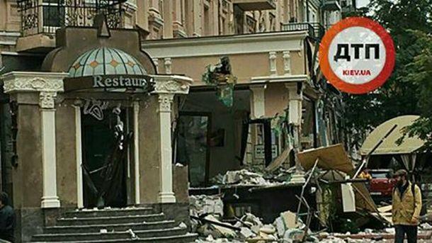 В Киеве демонтировали незаконную пристройку