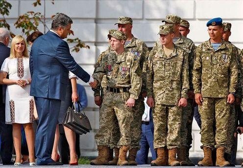 Петр Порошенко и украинские военные