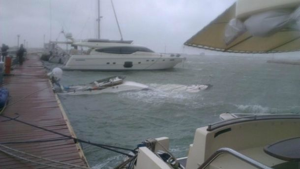 В порту Одессы затонула частная яхта