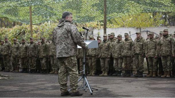 Порошенко во время визита в Харьковскую область
