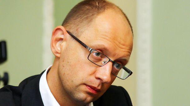 Аваков сфотографировал Яценюка наскамейке ввиде кролика