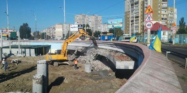 ВКиеве «заминировали» станцию метро, где ведут скандальное строительство