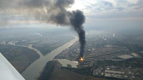 Взрыв на химическом заводе
