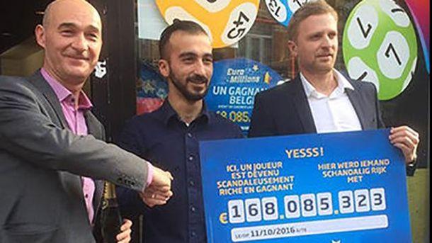 Вигравши 168 млн євро влотерею, двірник невийшов нароботу