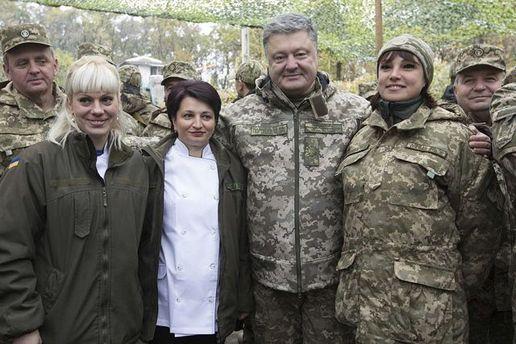 Петр Порошенко в военном лагере
