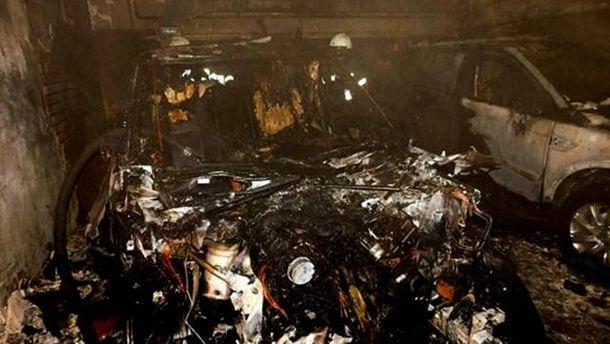 Сгоревшее авто на парковке в Киеве