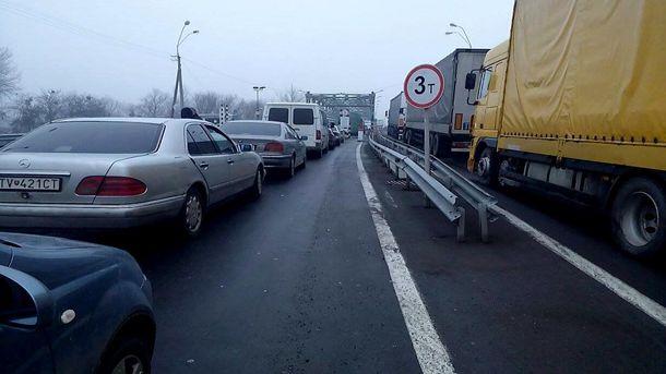Учергах накордоні зПольщею стоять 130 автомобілів