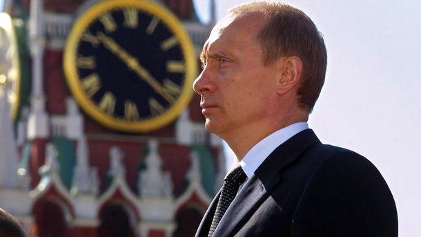 Путин на фоне Кремля