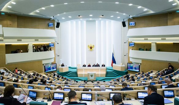 ВЖеневі чотири автомобілі зкортежу російської делегації потрапили вДТП