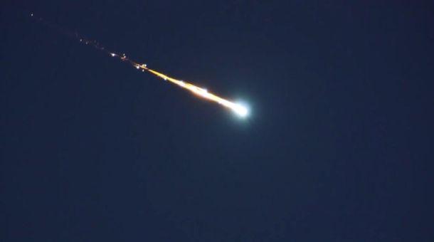 Англичанин снял навидео падение метеорита