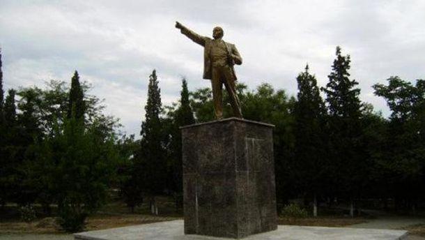 Декомунізація по-кримськи: уСудаку повалили пам'ятник Леніну