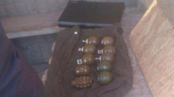 НаДнепропетровщине удевушек изъяли 10 гранат
