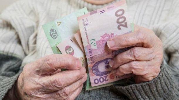 Минимальные пенсии поднимут на10% с1декабря— Гройсман