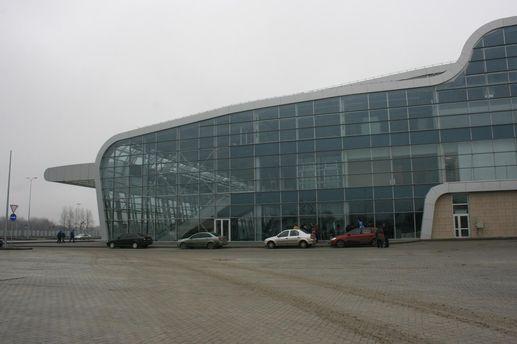 У Львові чоловік з ножем заявив про замінування аеропорту