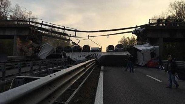 ВИталии при обрушении моста умер минимум один человек