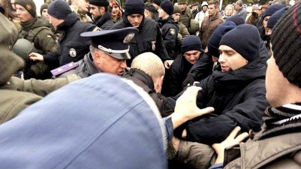 Из-за сообщения оминировании вОдессе эвакуировали людей сКуликового поля