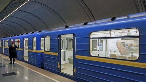 ВКиеве из-за падения человека нарельсы парализована зеленая ветка метро