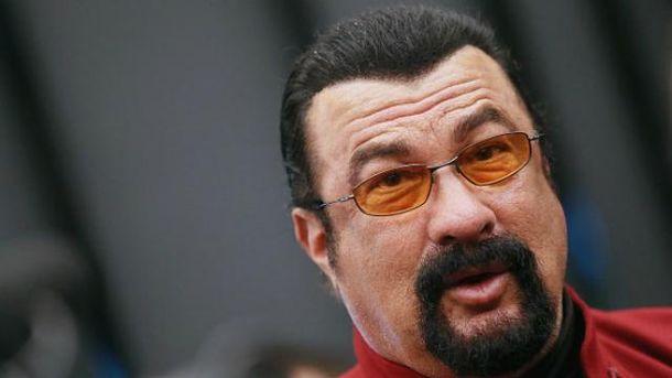 Песков поведал о«настойчивом желании» Сигала получить гражданство РФ