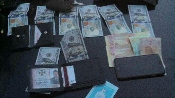 СБУ подозревают своего сотрудника вовзятке в $1 тысячу
