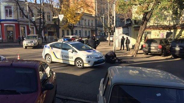 Вцентре Днипра автомобиль патрульных сбил пешехода