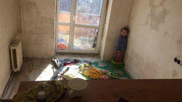 Отец держал 3-х летнего сына внечеловеческих условиях: детали раскрытия наркопритона вКиеве
