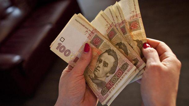 Наличный доллар вначале рабочей недели набрал 4 копейки