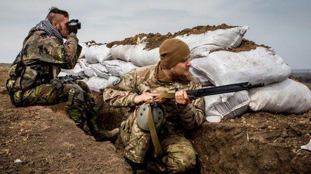 Боевики сполуночи 25 раз нарушали перемирие наДонбассе,— штаб АТО