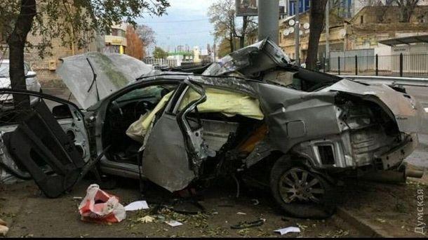 ВДТП наСреднефонтанской погибли две женщины: шофёр врезался встолб