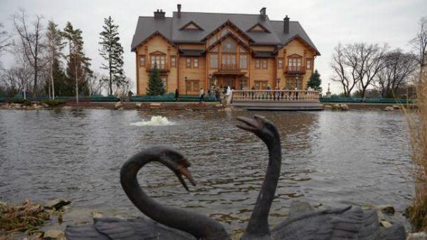 ВМежигорье устроили костюмированный пробег последам Януковича