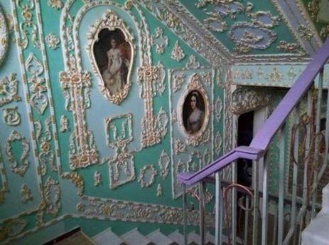 ВКиеве пенсионер превратил подъезд дома вВерсаль