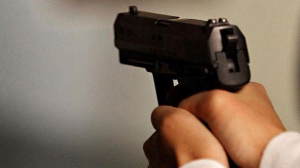 ВДнипре около прокуратуры обстреляли троллейбус