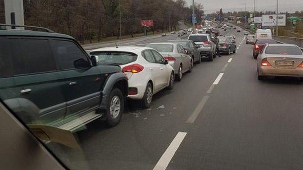 Массовое ДТП вКиеве: столкнулись сразу 11 авто