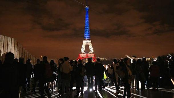 Через год после терактов Париж недосчитался млн туристов
