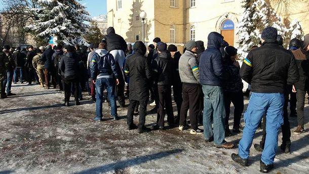 Вцентре украинской столицы собираются титушки