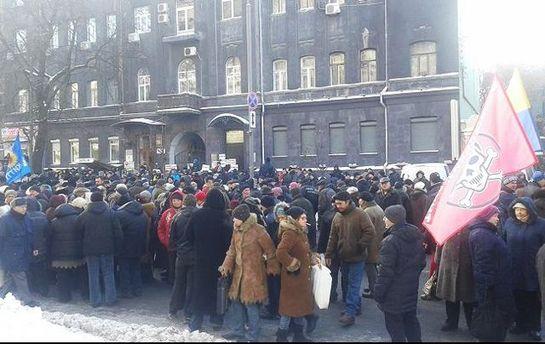 Митингующие под НБУ признались наблюдателям ОБСЕ, что стоят заденьги