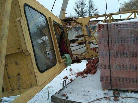 ВоЛьвове в итоге падения строительного крана умер рабочий