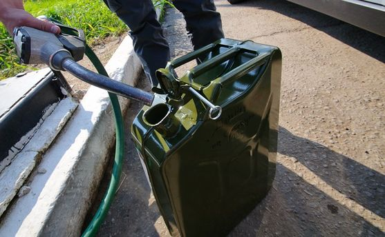 ВМариуполе полтавский мошенник продавал воду вместо бензина