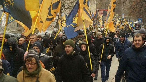 День Свободы. «Азов» отправился маршем «вгости» кПорошенко