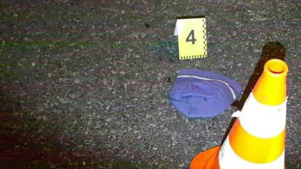 Вещи раскидало на50 м: вКиеве вседорожный автомобиль насмерть сбил шестиклассника
