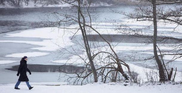 ВХарьковской области дети провалились под лед, умер 6-летний парень