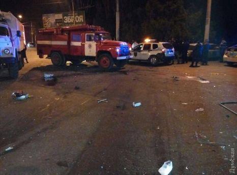 ВОдессе около суда неизвестные избили водителя Ауди ипрострелили ему живот