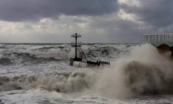 Потужний ураган затоплює будинки в Сочі