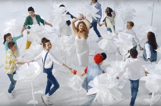 Песню Тины Кароль будут обучать украинские школьники