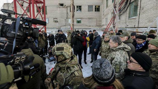 Охрана непустила репортеров кПорошенко, грозя «прострелить ноги»