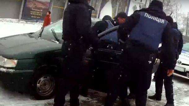 ВЧерновцах шофёр искусал полицейского
