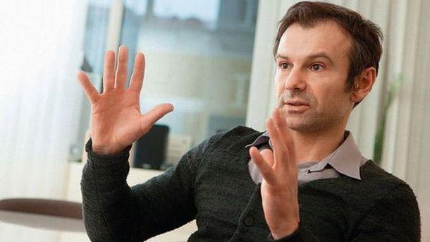 Вакарчук вручил Порошенко письмо онеобходимости создания системы антикоррупционных судов