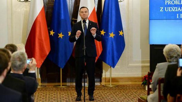 Президент Польши встречается соппозицией, чтобы одолеть политический кризис