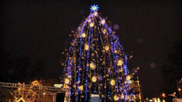 Николаевская новогодняя елка вовсеукраинском рейтинге на18-й позиции