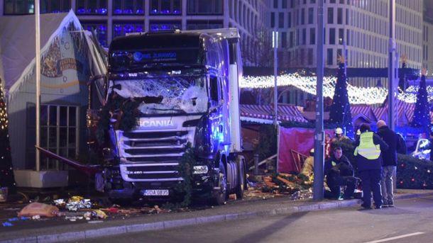 Вцентре Берлина фургон врезался втолпу, девять человек погибли