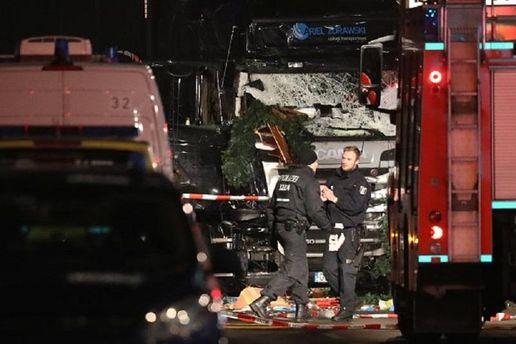 Шофёр фургона допоследнего сражался снапавшим нанего террористом